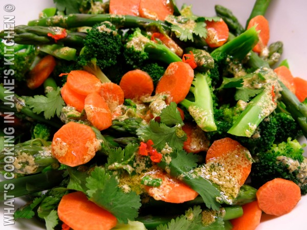 Avocado, Boccoli, Asparegus , Carrot and Chicken Salad ©