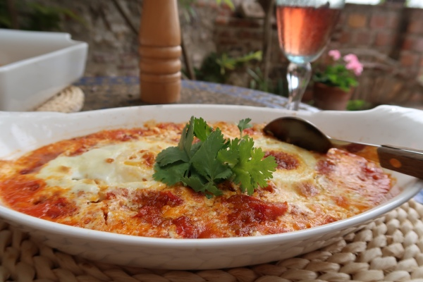 Turkish Baked Eggs Tomato And Pepper Sauce ©